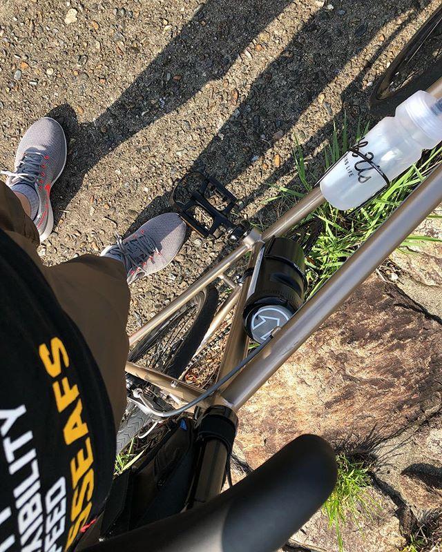 HerionROsaka City / Japan#japan #instagood #instacycle #roadie #roadcycle #roadbike  #love #bicycle #cycling #bike #roadbike #fujicycle #starbacks