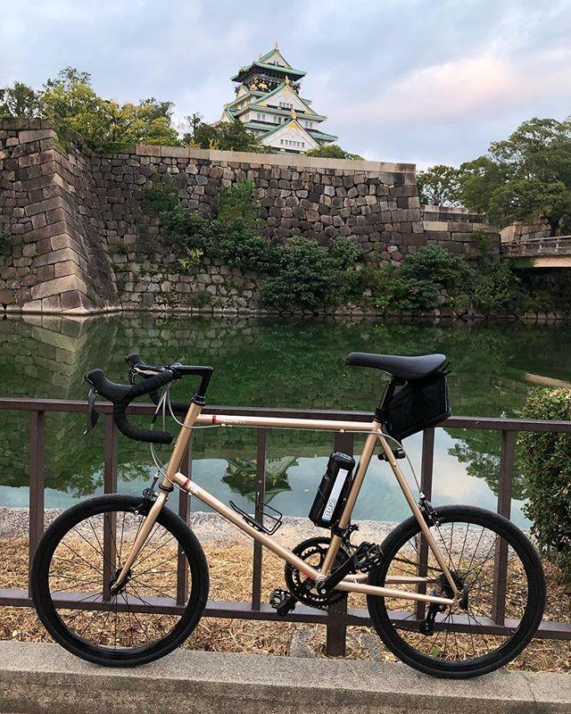 曇り空で朝日はお預け♪(´ε` )HerionROsaka City / Japan#japan #instagood #instacycle #roadie #roadcycle #roadbike  #love #bicycle #cycling #bike #roadbike #fujicycle #starbacks #osaka #osakacastle